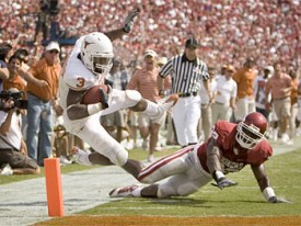 Chris Ogbonnaya scores against the Sooners.