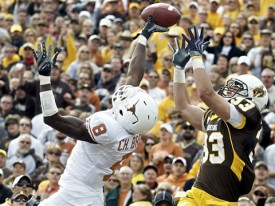 Unlike the offense, Chykie Brown and the Texas defense played 4 great quarters. (AP photo)